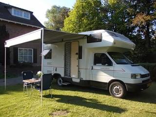 Cheetah – Holiday jitters? Nice Karmann Cheetah camper for rent!