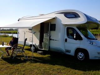 Giotti – Very Spacious Family Camper Book longer, then your discount increases!