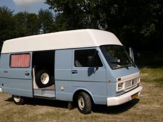 Nice Volkswagen bus camper, ready for adventure!