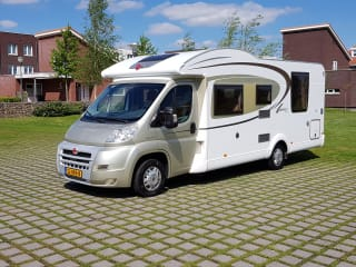 Burstner Ixeo – Nice, spacious Burstner Ixeo, Queensbed and Elektr. lift bed family camper