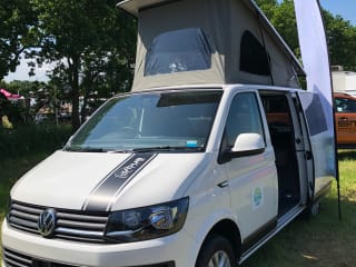 Betsy – 4 Berth VW Transporter T6