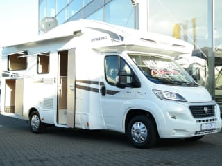 C-Type – Brand new 2-4 person camper fully equipped, free km