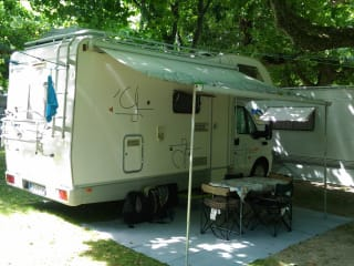 Compact motorhome suitable for families