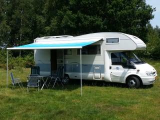 Ampio camper per famiglie con 7 posti letto