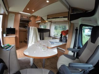 Gemak - zekerheid en vrijheid – Luxury young camper for rent Limburg for active senior and adventurous family