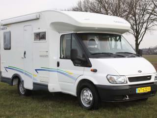 Flash 02 – Kompaktes Reisemobil der Länge 560 mit Klimaanlage Flash 02