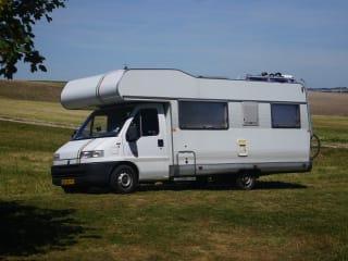Tricolore – Luxe camper met airco voor gezin met (grote) kinderen
