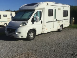 Julia – Fixed double bed, great to drive, comfortably laid out.
