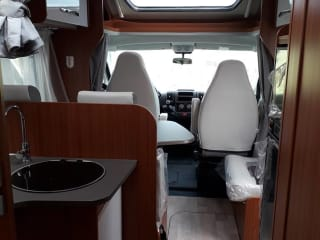 Etrusco QB7400 motorhome - No KM levy VA 3 weeks