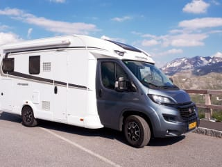 Brand new 4 person family camper year 2018 (W2)