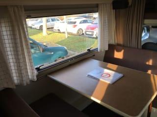 Unlucky – Zeer voordelige camper te huur voor 5 personen !