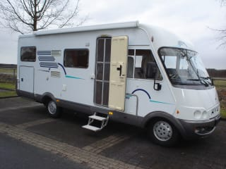 Great Hymer B644 camper with cozy L-seat, air conditioning and large garage