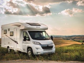 Luxury semi integrally suitable for 4 people, awning, bike rack, TV,