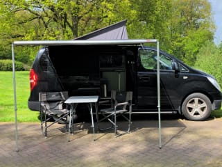Black Beauty – Wunderbar kompaktes Wohnmobil für 2 Personen mit kraftvollem Diesel
