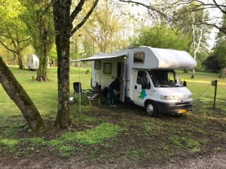 SPACIOUS CLEAN FAMILY CAMPER LARGE AND HANDY WITH NESPRESSO;)