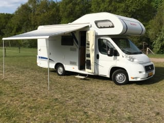 Spacious and complete camper for 6 people!
