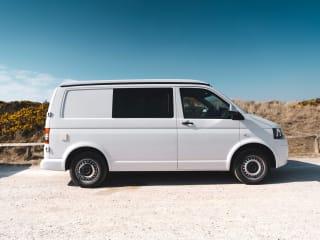Bonnie – Luxurious 4berth VW campervan (Bonnie)