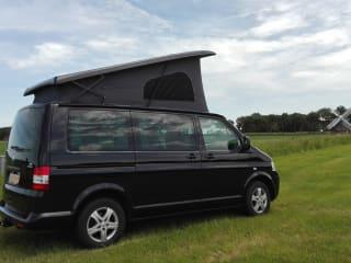Multifunctional Volkswagen Multivan for 5 people