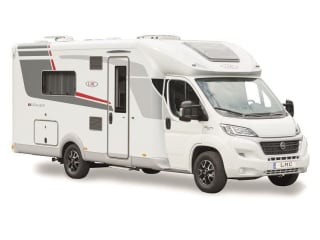 Nice new camper with Queensbed / CF4