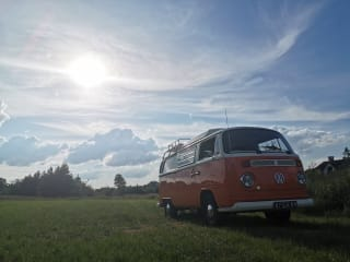 Maxima – A moment back in time with a Volkswagen T2 - Completely restored!