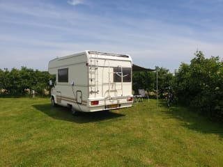 Rocky – Nice Classic Camper For Rent