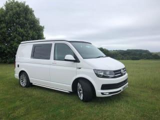 NIEUW Geconverteerde VW T6-campervan