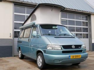 VW T4 buscamper met luifel, 4 persoons slaapplekken en fietsenrek