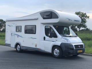 Spacious 7 pers. Chausson with double air conditioning, bunk beds XL garage.