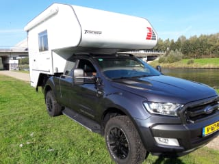 Tischer Kabine mit Ford Ranger Wildtrek 3.2 – 4X4 Camper hire Ford Ranger Wildtrak 3.2 Autom. with Tischer Box 240