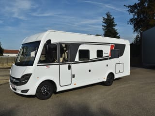Büsty – Super uitgeruste 4 persoon's integraal motorhome.