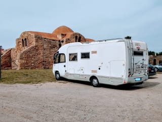 Spacious, bright and extremely comfortable motorhome