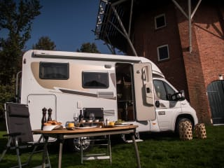 Compact motorhome for 2 people, CC2