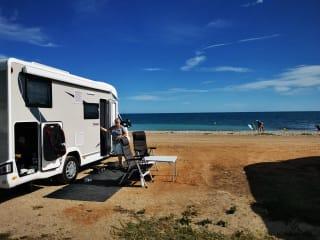 Zeer comfortabele camper, geschikt voor lange mensen, automaat.