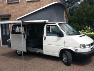 Volkswagen T4 Camperbus met 4 zit- en slaapplaatsen