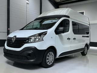FULLY EQUIPPED 2 BERTH RENAULT TRAFIC CAMPER VAN FULLY INSURED