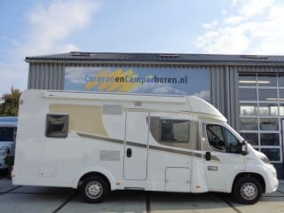 Ruime familie camper met enkele bedden / CSB4 – Spacious family camper with single beds / CSB4