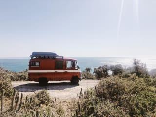 Wildeweg – Van ex-brandweerbus naar stoere camper voor je volgend avontuur!