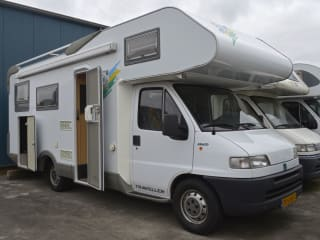 119 Knaus Traveller 685 – Grote 6 persoons familiecamper met vaste bedden en gratis inventaris!