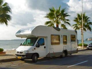 110 Knaus Suntraveller – Royale 6 persoons gezincamper met vaste bedden en gratis inventaris