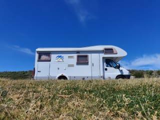 Knaus Sun Traveller – Knaus Sun Traveller - met 2 vaste tweepersoonsbedden en grote garage