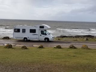 Nicky – Adventure and comfort in 'Nicky' the 6 berth luxury motorhome!
