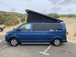 Blu – Blu T5.1 Highline 140 VW Campervan for hire