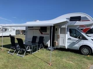 Julia – Veelzijdige nieuwe luxe camper met 6 zit-en 6 slaappl. zonder ombouw