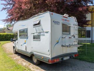 Torino Camper Mansardato 2.3 TD. Adatto per viaggi di gruppo o famiglia