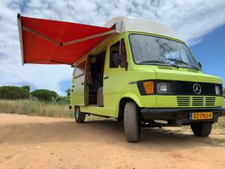 Nomad – Automobile classica robusta Mercedes in Portogallo
