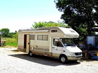 Luigi  – Spacious 7 bed camper and travel