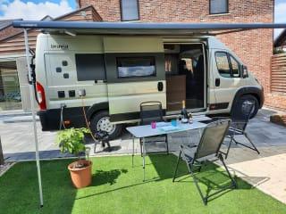 Gloednieuwe, compacte en luxueuze camper van juli 2020