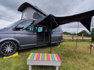VW Campervan, Fully fitted, Sleeps 4, bedding & accessories included