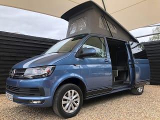 VW Camper, pop up roof – VW Camper, 4 Berth Pop Up Roof