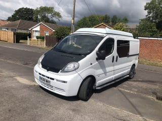 Vauxhall vivaro camper Van pop-up roof sleeps 4 people